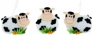 Velikonoční dekorace - kravička plyšová na zavěšení - 8625