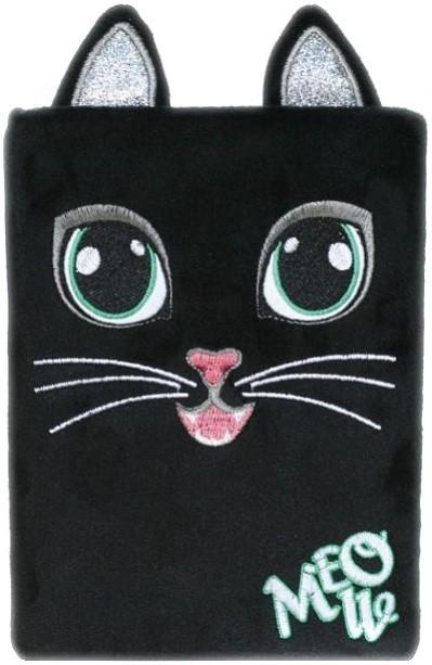 Černá chlupatá kočička bílá péro